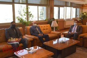 رئيس جامعة الفيوم يستقبل رئيس الجامعة المصرية للتعلم الإلكتروني الأهلية